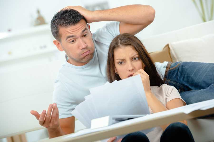 Image for Fixed Fee Probate page - Shocked couple reading bill